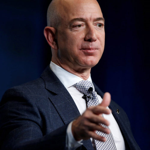 Jeff Bezos acusa al National Enquirer de chantajearlo con publicar fotos íntimas